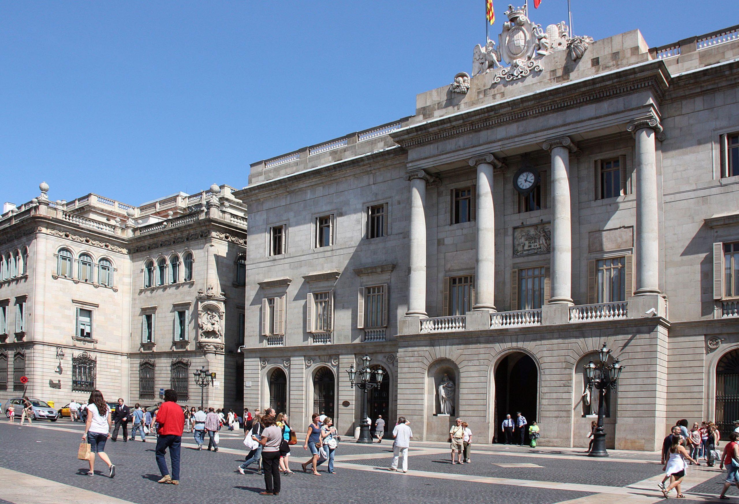 el ayuntamiento de barcelona se bate con inversores en la compra de fincas en el casco antiguo. Black Bedroom Furniture Sets. Home Design Ideas
